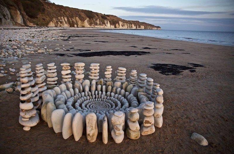 Художник тратит часы своего времени, создавая из природных объектов потрясающие мандалы