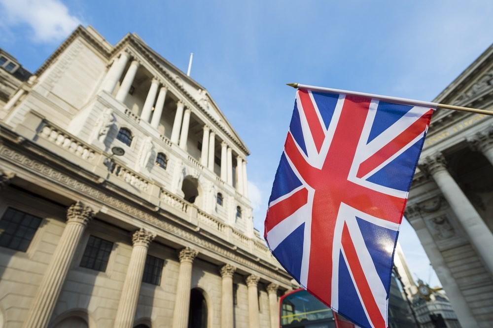 Англию призывают не поддаваться на провокации Мэй в прямом эфире
