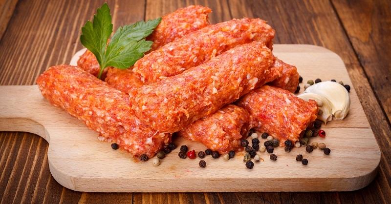 Как приготовить мититеи — обжаренные колбаски без оболочки