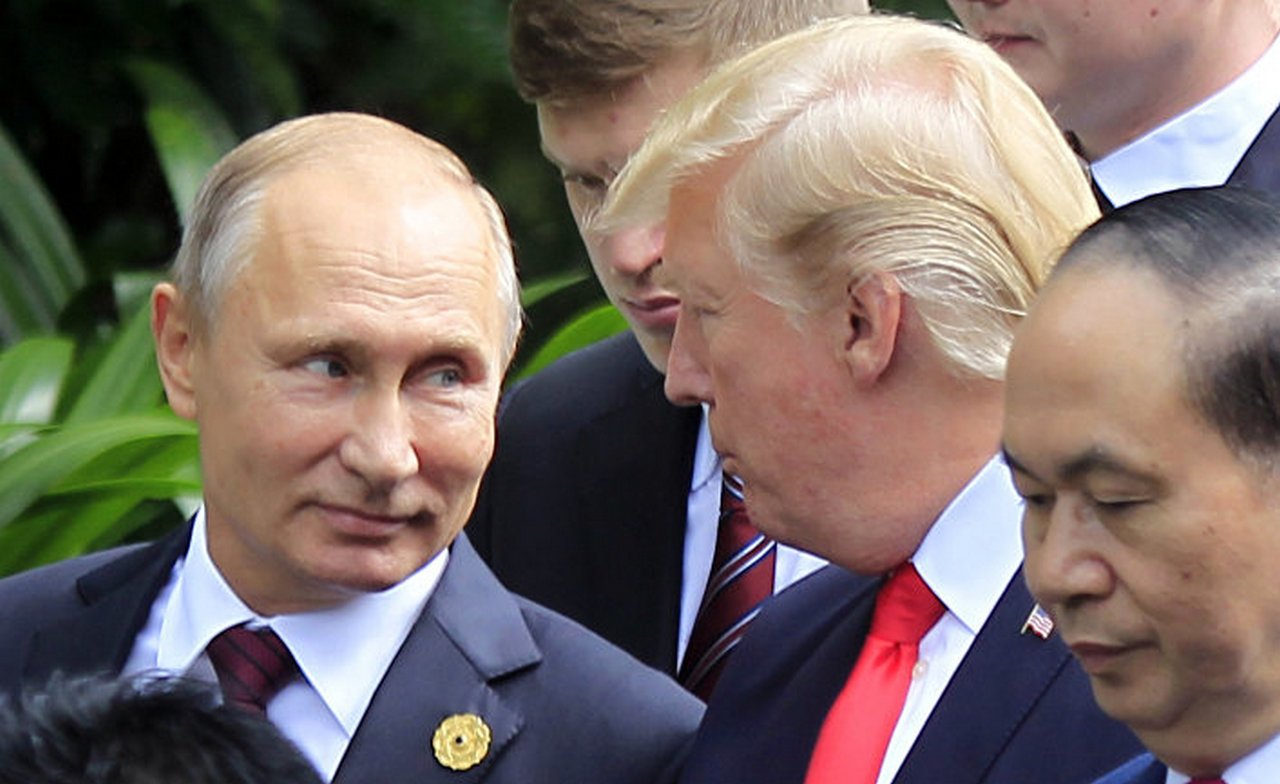 Трамп признался Путину, что …
