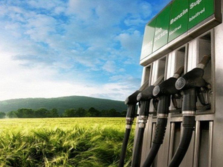 На российских АЗС начнут продавать бензин, смешанный со спиртом