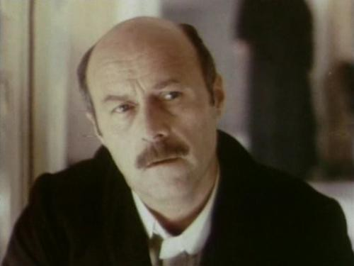 Среди серых камней (актёр) Продюссер, актёр, режиссёр, сценарист