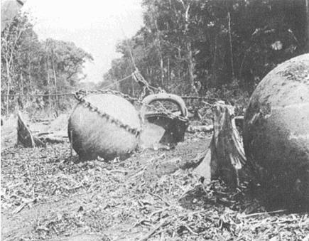 Рабочие, занимавшиеся чисткой земли под плантацию в Коста-Рике, никогда бы не подумали, что станут свидетелями настоящей исторической находки. Внезапно они наткнулись на несколько гигантских шаров идеальной формы. Разного размера шары были сделаны из камня, как впоследствии выяснили, некоторые достигали веса в 16 тонн.