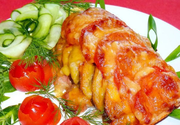 Вкусная и сочная курица, запеченная с овощами