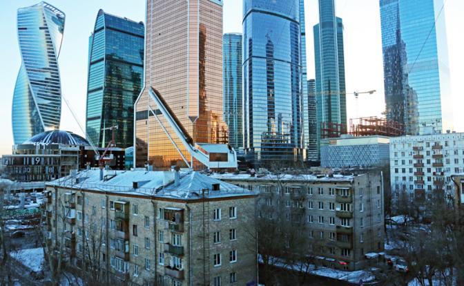 Российская пропасть растет: Олигархи богатеют, бедные нищают