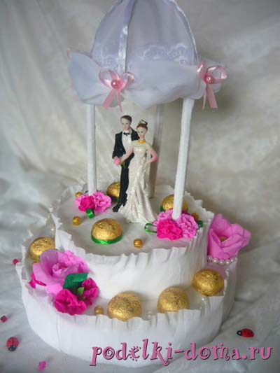 svadebnaya besedka podarok konfety