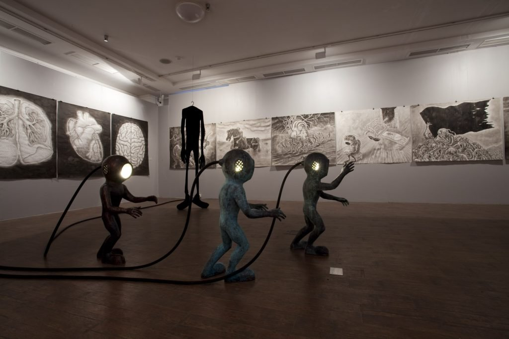 В Петербурге открылась выставка пяти художников разных поколений «Небожители, творцы, шедевры»