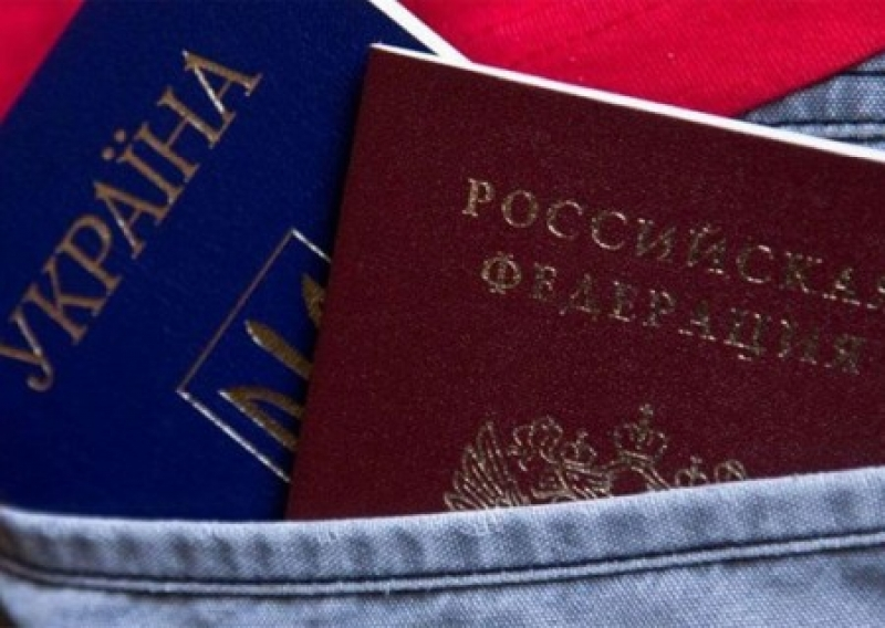 Ласковый теленок двух маток сосет:Почему крымчане не спешат избавляться от украинских паспортов?