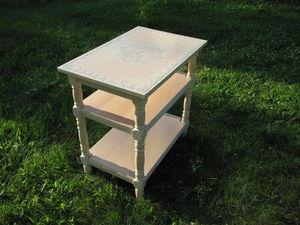 Осваиваем простые техники окрашивания и декорирования лакированного столика