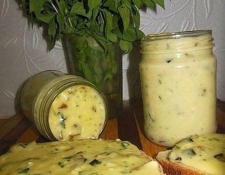 Фото к рецепту: Домашний плавленый сыр с шампиньонами - нереальная вкуснятина!