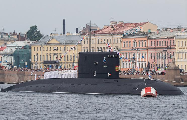 Путин принял Главный военно-морской парад в Петербурге