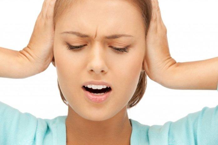 Шум в ушах: причины, лечение, народные средства