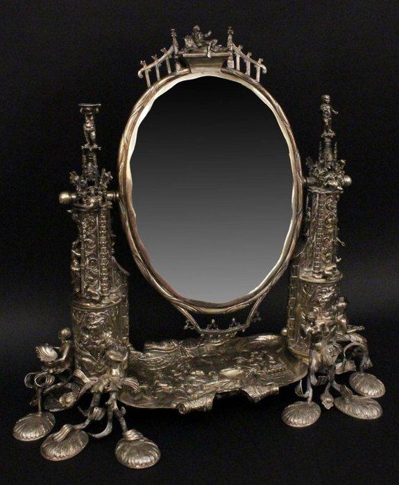 Аукционный серебряный немецкий туалетный столик с зеркалом