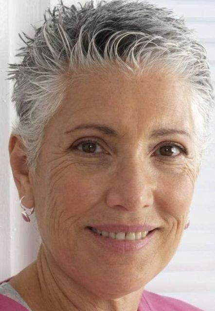 """Стрижка с эффектом """"мокрых волос"""" для женщин старшего возраста"""