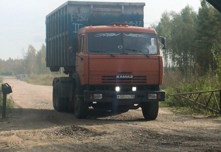 В Краснодарском крае микроавтобус врезался в КамАЗ с бетоном