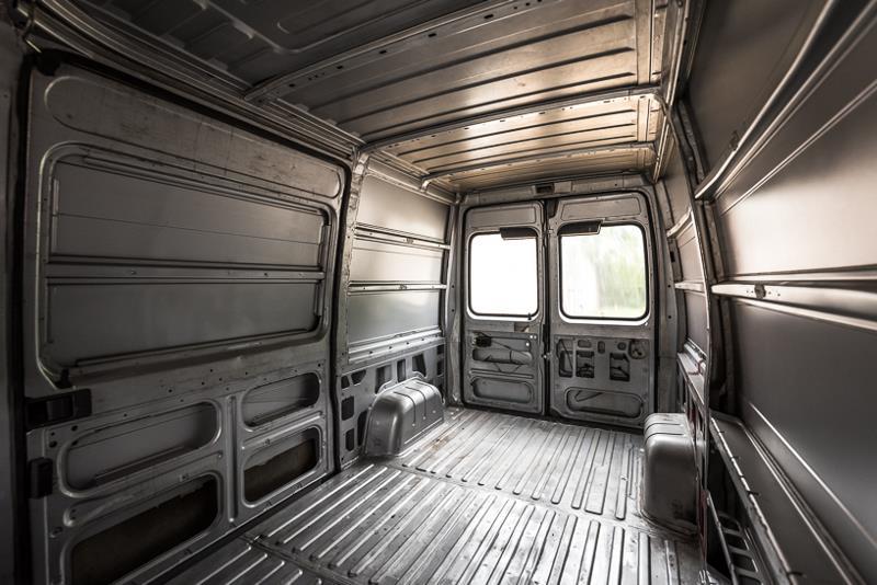 Уютный и комфортный дом на колесах из 16-летнего фургона