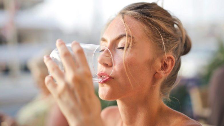 Сколько воды необходимо пить в жару
