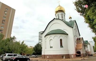 В храме Димитрия Солунского в Хорошеве установили купола