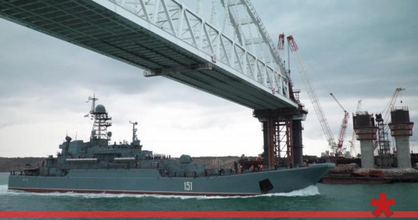 Проход кораблей ВМС Украины под Крымским мостом был оплачен по тарифу