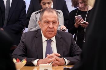 Лавров: в выборы в России вмешиваются постоянно