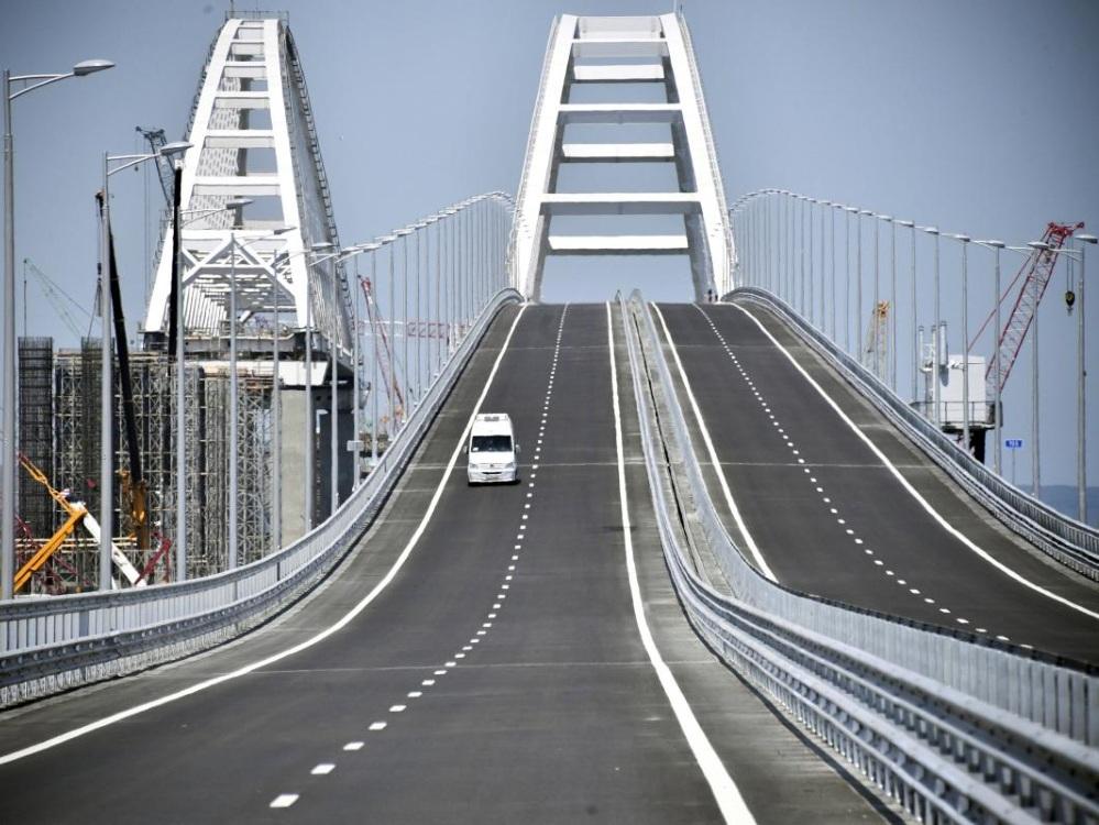 Что категорически запрещается делать на Крымском мосту