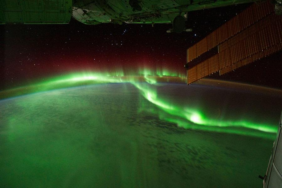 Полярное сияние: вид из космоса.