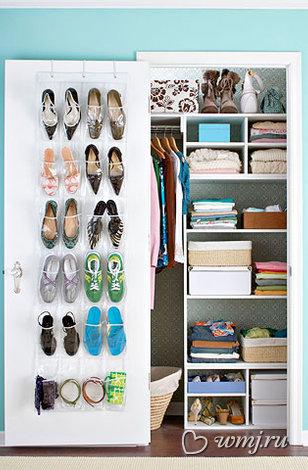 Обувь в маленьком шкафу