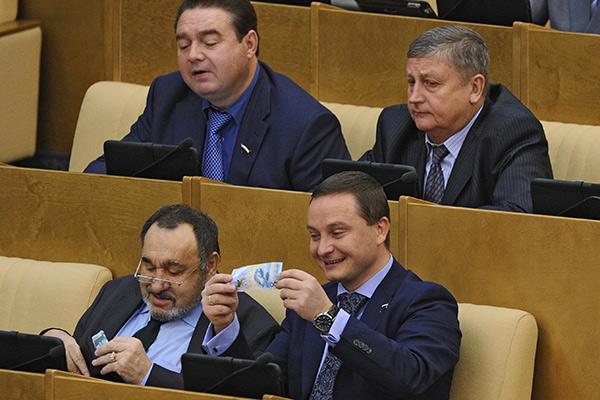 Не доживёте: В ГосДуме одобрили заморозку пенсионных накоплений еще на три года