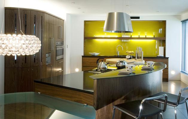 Кухня в цветах: черный, серый, светло-серый, темно-зеленый. Кухня в стиле хай-тек.
