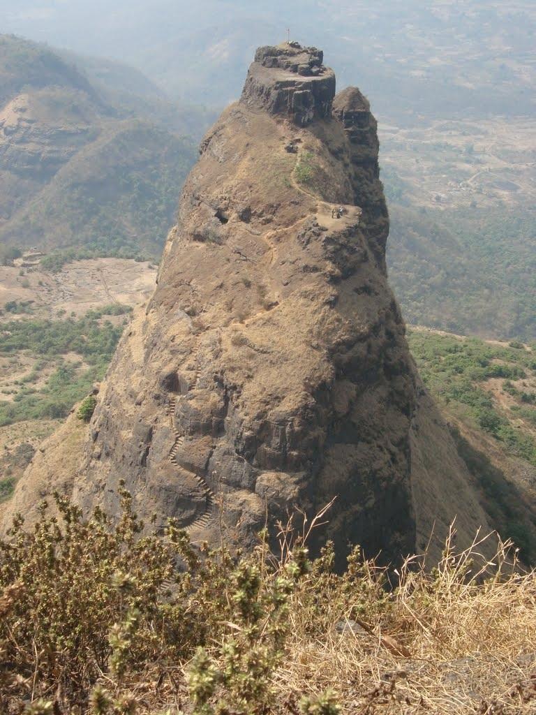 Немного опасная тропиночка из форта Kalavantin Durg