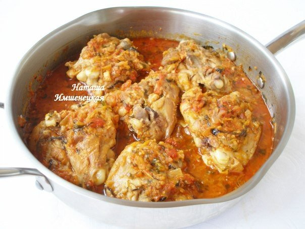 Сочная и ароматная курица тушеная в овощном соусе