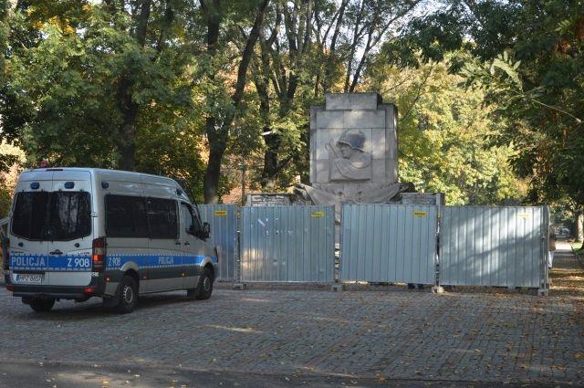 В Варшаве полиция остановила демонтаж памятника Благодарности Красной армии