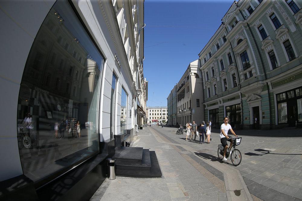 Люксовые бренды начали покидать самую дорогую улицу Москвы