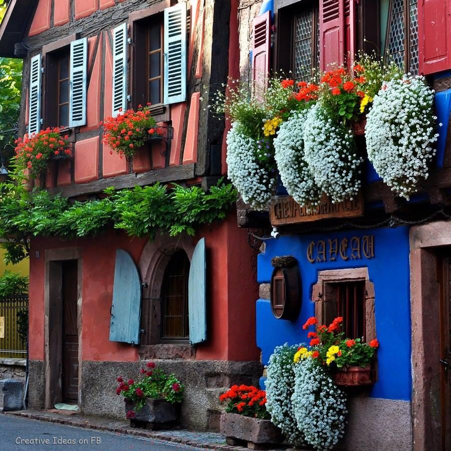 Фото французских улиц украшенных цветами