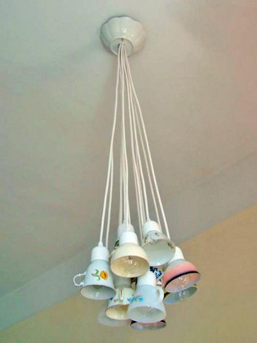 Светильник из чашек.