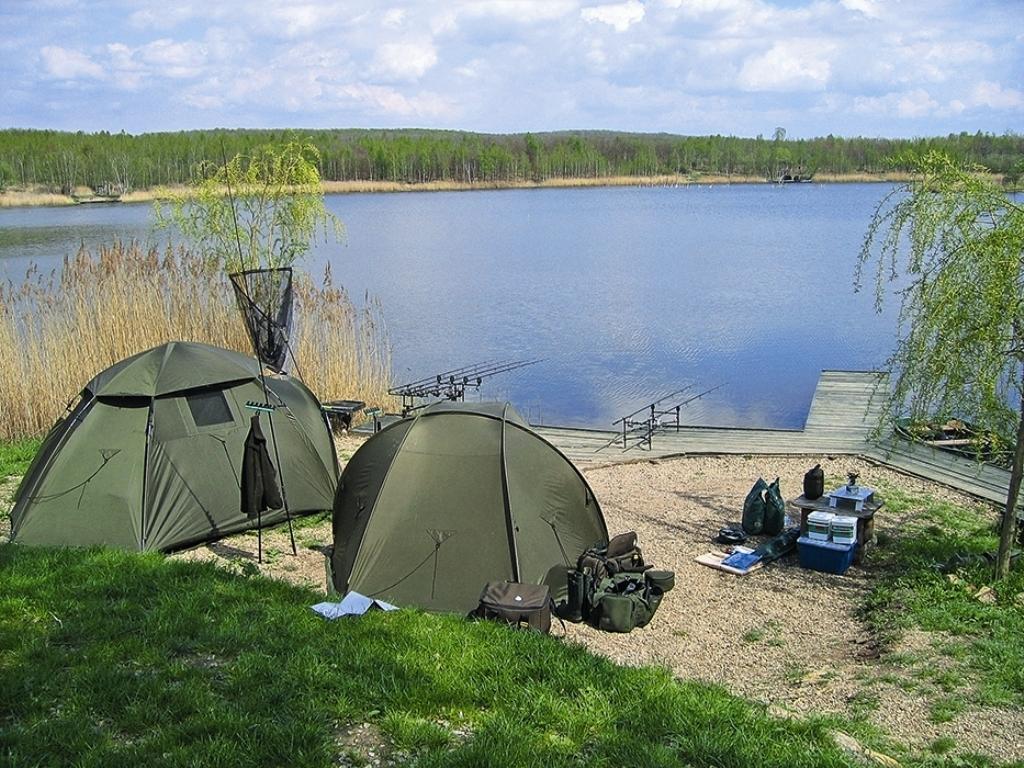 место со стоянкой для рыбалки