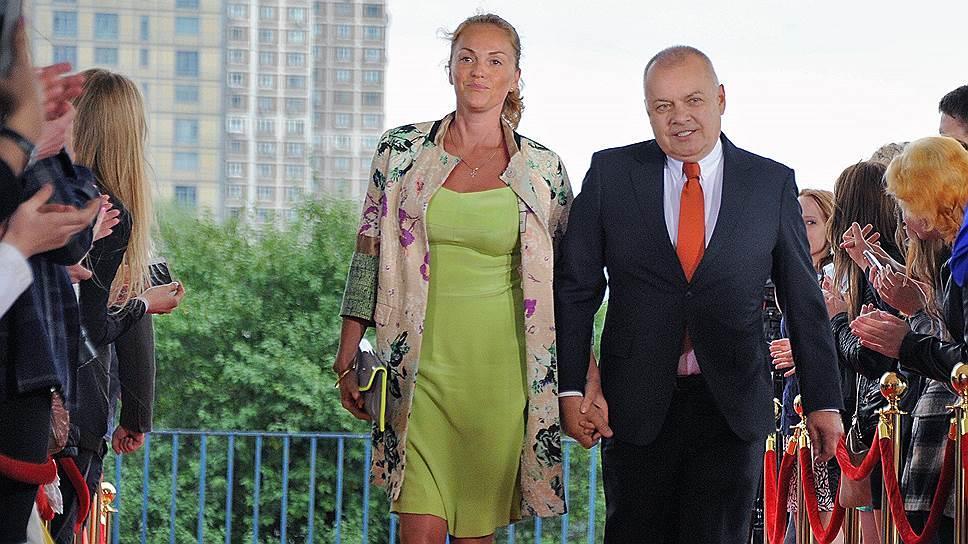 Жена Дмитрия Киселева расска…