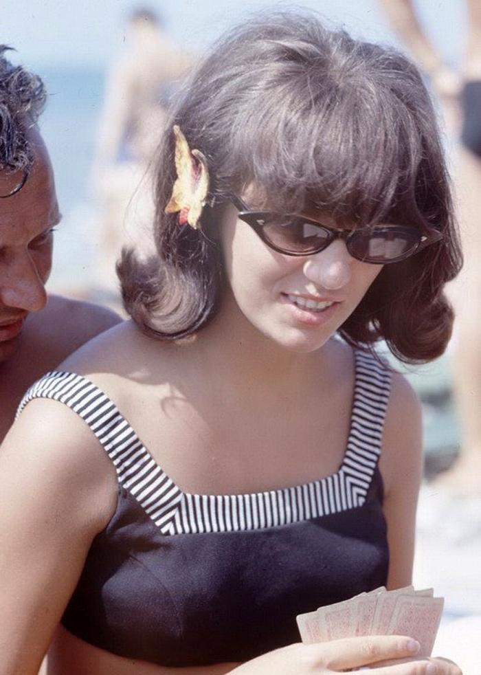 Пляжная жизнь в СССР. Солнце, воздух, вода и пляжная мода
