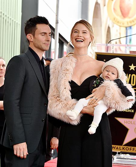 Адам Ливайн и Бехати Принслу с 4-месячной дочерью Дасти Роуз