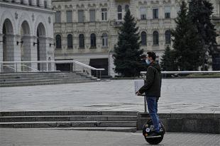 Киев на карантине. Как город живёт с закрытым метро и безлюдным майданом