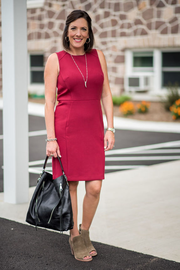 Вечернее платье женщинам 45+: что можно и что нельзя?