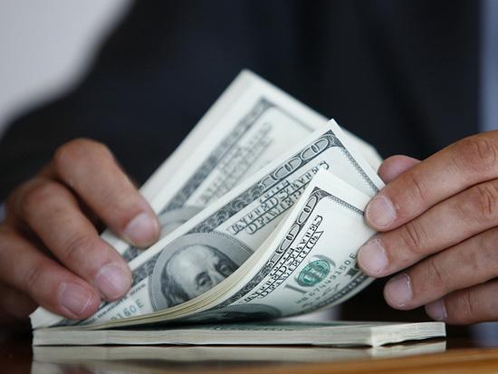 Курс доллара преодолел отмет…