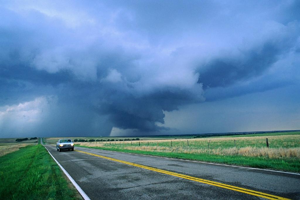 12124 Ураганы и смерчи в фотографиях