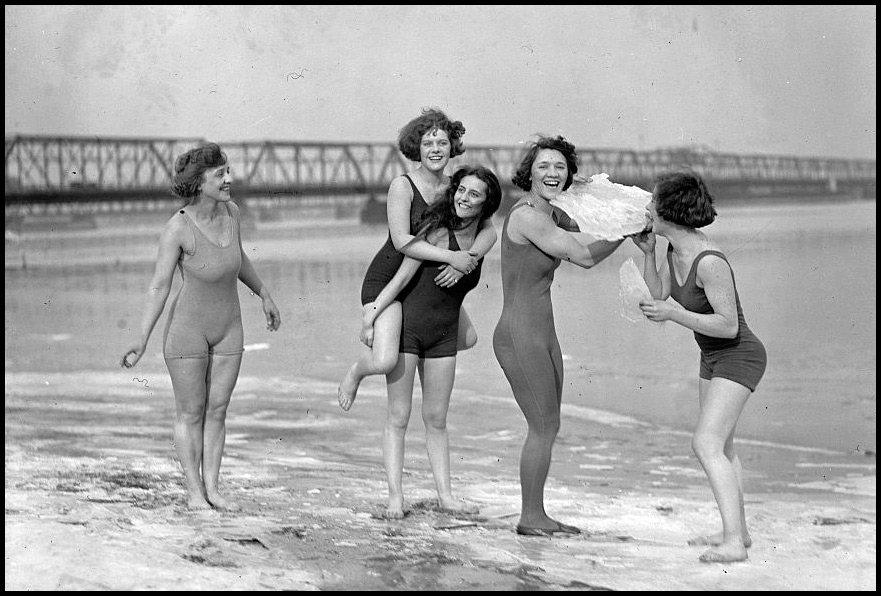 Из архива: история купального костюма