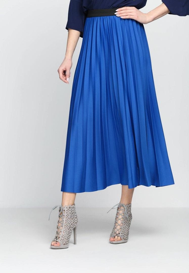 Как стильно носить самый модный цвет нового сезона?