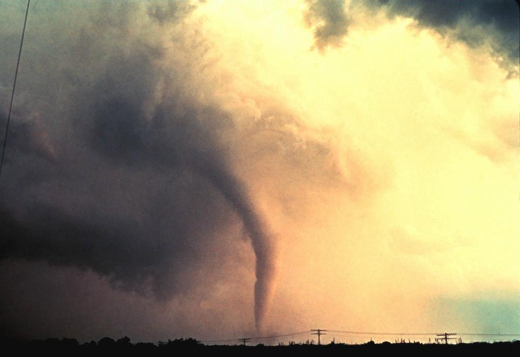2644 Ураганы и смерчи в фотографиях
