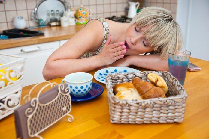 Почему вы не должны спать сразу после еды?