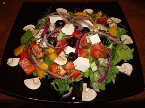 Греческий салат.  Состав: