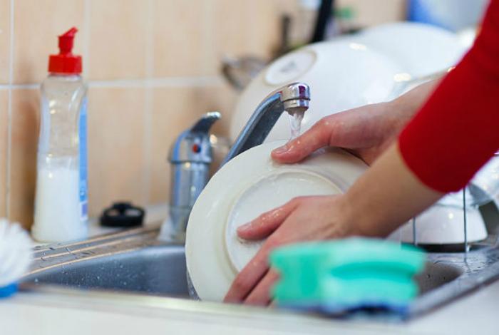 Эффективное средство для мытья посуды.