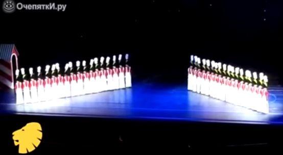 «Танец оловянных солдатиков» — фантастическое зрелище, напоминающее компьютерную графику, созданное живыми людьми!
